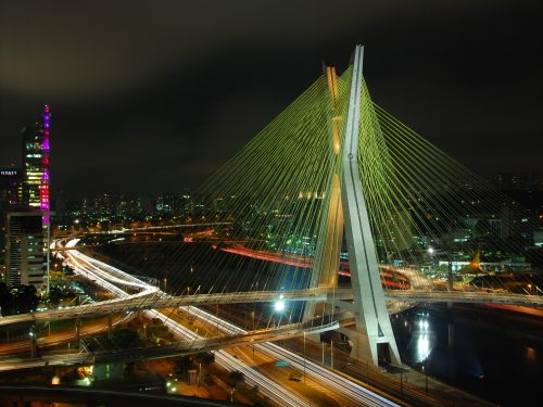 http://upload.wikimedia.org/wikipedia/commons/0/0e/Ponte_estaiada_Octavio_Frias_-_Sao_Paulo.jpg