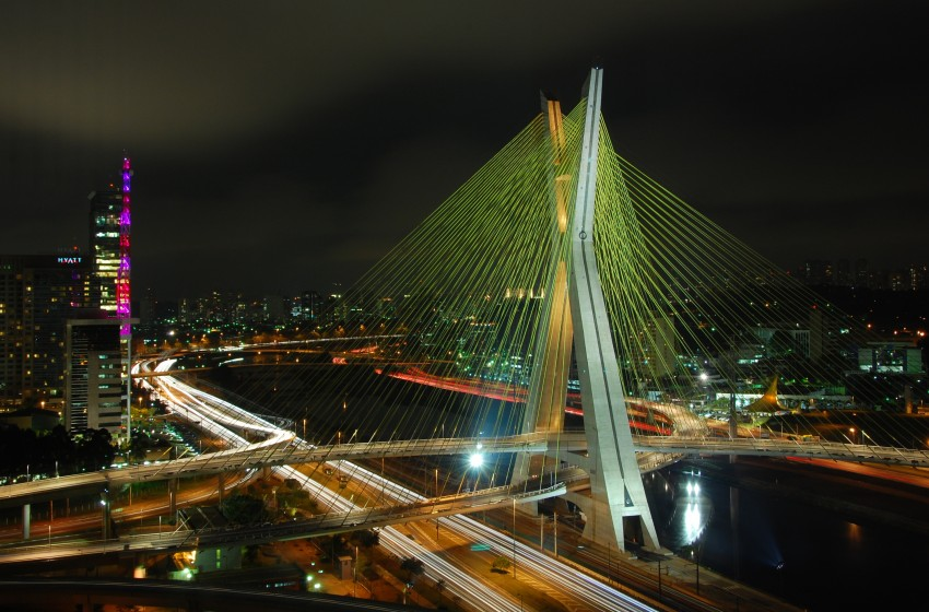 http://upload.wikimedia.org/wikipedia/commons/0/0e/Ponte_estaiada_Octavio_Frias_-_Sao_Paulo.jpg